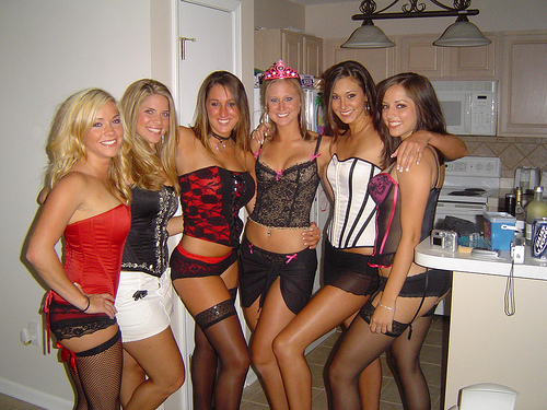 6hotgirls.jpg